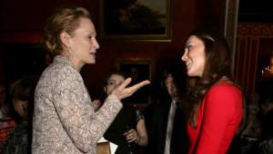 La Duchesse de Cambridge et la Reine d'Angleterre ont reçu certaines stars du cinéma le lundi 17 janvier 2014 à Buckingham Palace.