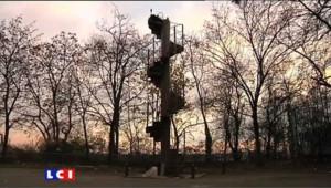 Un morceau d'escalier de la Tour Eiffel adjugé 85.000 euros