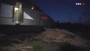 Le 13 heures du 26 juillet 2014 : Collision TGV-camion : de gros d�ts mat�els pr�de Bordeaux, nuit de gal� pour les passagers - 822.363
