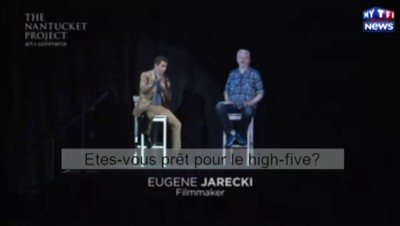 "L'hologramme de Julian Assange tente un ""high five"""