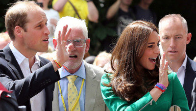 Kate Middleton et le prince William arborant des bracelets Rainbow Loom