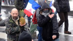 """Manifestants radicaux lors du """"Jour de colère"""" à Paris"""
