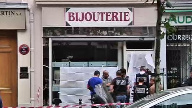 Photo de la bijouterie, avenue de la Motte Picquet à Paris, où un braqueur a été tué par le propriétaire de la boutique.