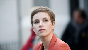 Clementine Autain est candidate aux municipales à Sevran et espère bien battre l'actuel maire Stéphane Gatignon.
