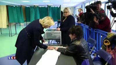 Valls, Le Pen, Wauquiez...Le vote des responsables politiques en images