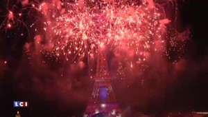 """La tour Eiffel s'illumine sur """"Skyfall"""" : revivez un des moments forts du 14 juillet à Paris"""