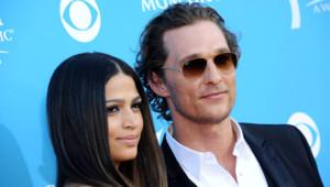 Matthew McConaughey et Camila Alves lors des 45e Country Music Awards, le 18 avril 2010 à Las Vegas.
