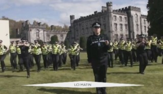 """Le """"running man challenge"""", le nouveau défi viral repris par les polices du monde entier"""