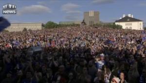 "Euro 2016 : le ""clapping"" des fans islandais dans la fan-zone de Reykjavik"