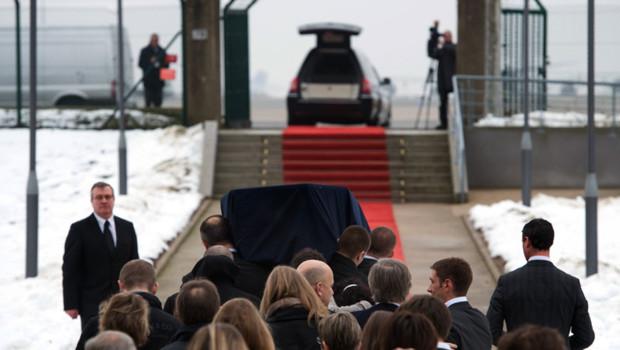La dépouille de Yann Desjeux, otage français tué en Algérie, est arrivée jeudi matin à Roissy où s'est tenue une cérémonie en son souvenir