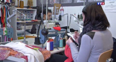 """Le 13 heures du 19 avril 2015 : L'association """"Tissons la solidarité"""" aide les femmes à trouver du travail - 541.596"""