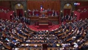 """Hollande : """"Nous devons faire évoluer notre constitution"""""""