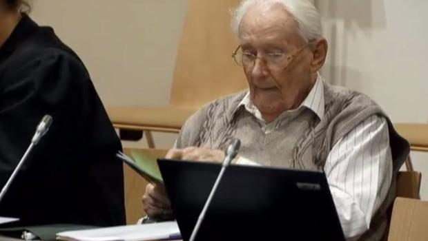 Oskar Gröning à l'ouverture de son procès, le 21/4/15