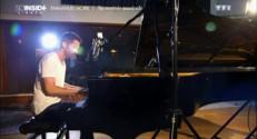 """""""Bienvenue"""", Emmanuel Moire interprète son nouveau titre en studio"""