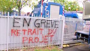 Banderole déployée par des grévistes chez EDF (avril 2009)
