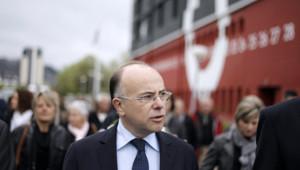 Bernard Cazeneuve, à Cherbourg, le 8 mai 2012