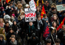 Des personnes manifestent à Rennes contre le projet de réforme du code du travail, le 9 mars 2016