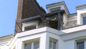 La chambre de bonne incendiée à Neuilly, qui avait provoqué le drame où cinq pompiers avaient péri (septembre 2002)