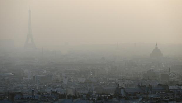 pollution Paris eiffel