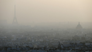 pollution Paris eiffel