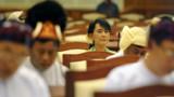 Birmanie : Aung San Suu Kyi siège pour la 1re fois au Parlement