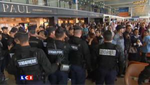 A Orly, les passagers d'Air Algérie haussent le ton