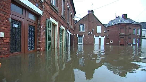 Petite présentation  - Page 5 Inondations-pres-de-hirson-dans-l-aisne-7-janvier-2011-10378339vuema_1713