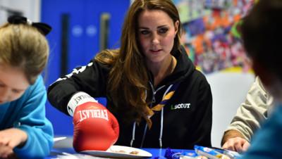 Kate Middleton rencontre des scouts