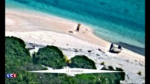 Un couple naufragé sur une île déserte secouru en écrivant SOS sur le sable