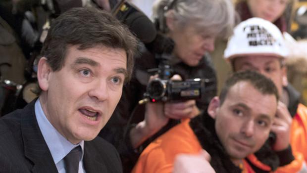 Le ministre du redressement productif est allé à la rencontre des métallos d'Arcelor-Mittal qui campaient devant Bercy