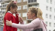 La voix de leur mère bloquerait certaines zones du cerveau des enfants.