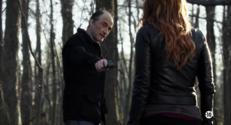 Episode 22 - Carrie se retrouve sur les lieux du meurtre de sa soeur avec l'homme qu'elle pense être le meurtrier de sa soeur... Mais en fait il explique qu'il a donné l'alerte