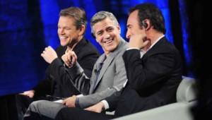 """Jean Dujardin, George Clooney et Matt Damon sur le plateau de l'émission italienne """"Che tempo che fa"""", le 9 février 2014."""