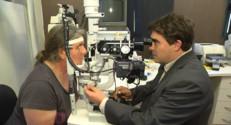 """Le 13 heures du 24 octobre 2014 : Les ophtalmologues sont font rares, parfois """"plus d'un an d%u2019attente"""" pour une consultation - 821.551530517578"""