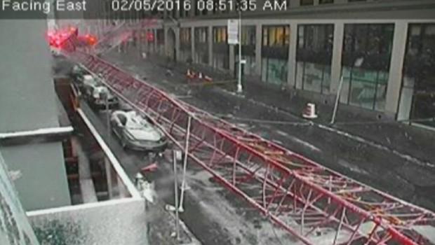 New-York: une grue s'effondre en plein cœur de Manhattan, 1 mort et 15 blessés