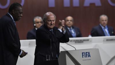 Sepp Blatter est réélu à la tête de la Fifa pour un cinquième mandat