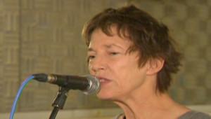 Jane Birkin lors de l'enregistrement d'une chanson (8 novembre 2008)
