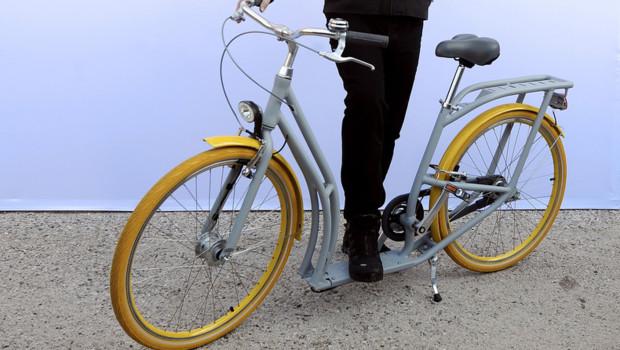 Pibal, le vélo-patinette conçu par le designer Philippe Starck pour la ville de Bordeaux, présenté le mardi 19 février 2013.