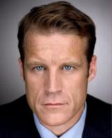 Mark Valley (John Scott) dans Fringe