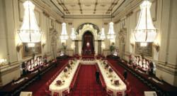 La salle de bal du palais de Buckingham.