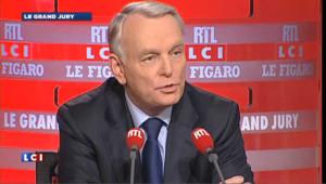 "Ayrault tacle ""le président amnésique"""