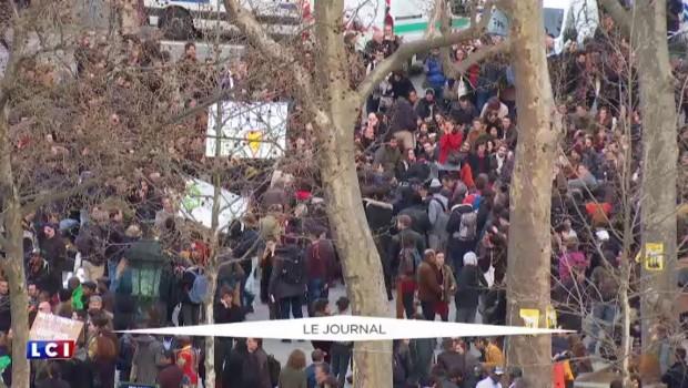 Enseignants et jeunes, opération reconquête pour François Hollande