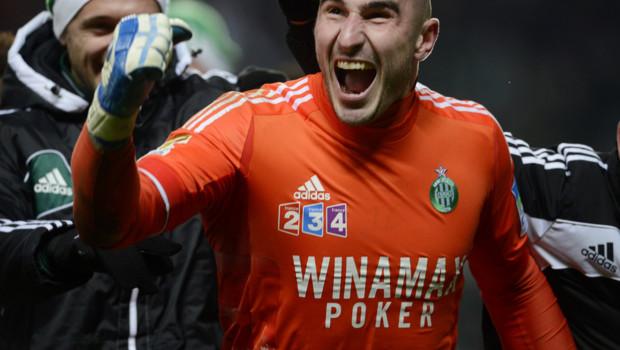 Le gardien stéphanois Stéphane Ruffier exulte après la victoire de l'ASSE en demi-finale de la Coupe de la Ligue.