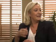 Bureau Politique avec Marine Le Pen : une photo de son père, mais de dos !