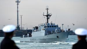 Des migrants sauvés d'un naufrage par la marine italienne en Sicile, le 23 avril 2015
