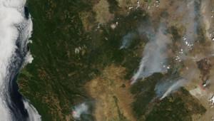 Incendies en Californie : photographie prise par satellite, et diffusée par la Nasa (août 2012)