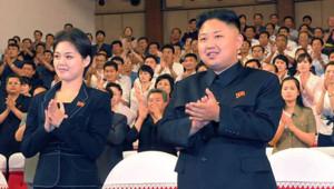 Kim Jong Un et son épouse Ri Sol-Ju. Photo prise le 6 juillet 2012 en Corée du Nord.