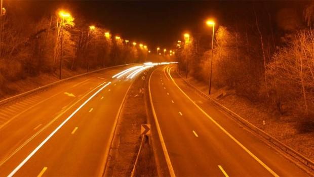 route autoroute nuit phare