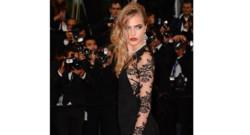 Cara Delevingne sur le tapis rouge lors du coup d'envoi du 66 Festival de Cannes.