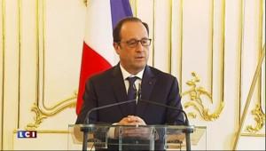"""François Hollande : """"Tout faire"""" pour que les négociations avec la Grèce reprennent"""